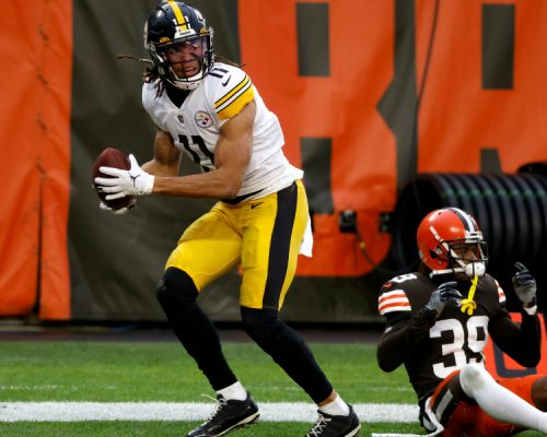 Pittsburgh Steelers wide receiver Chase Claypool (11) scores a touchdown while being defended by Cleveland Browns cornerback Terrance Mitchell (39) during an NFL football game on Sunday, Jan. 3, 2021, in Cleveland. Cleveland defeated Pittsburgh 24-22. (AP Photo/Kirk Irwin)